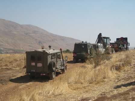 Israeli forces on the way to demolish homes in Jordan Valley